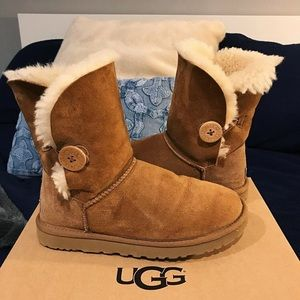 UGG Classic Bailey Button Chestnut Boot